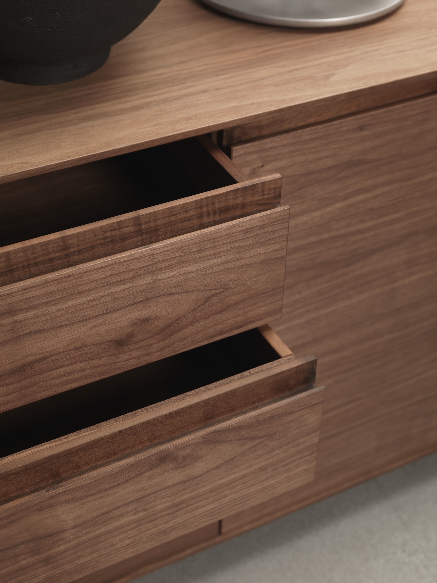 Shipping delicate large furniture kyoto 2013 sideboard for Sideboard loca