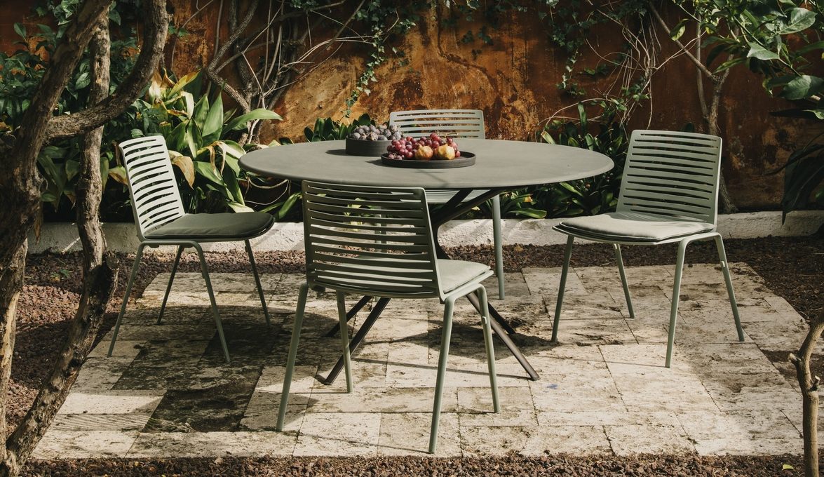 Outdoor Chairs: Zebra side chair