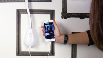Cobra wall light in white leather - USB charging port