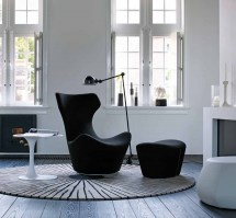 Grande Papilio swivel armchair in black
