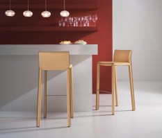 Mirtillo high stool in tan leather and chrome