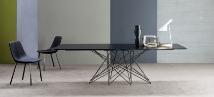 The Octa table in black.