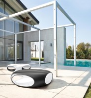 Pebble coffee table ideal for outside!