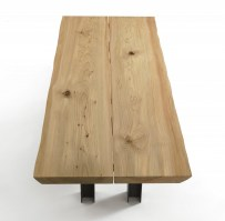 Luca dining table in Oak with knots_top
