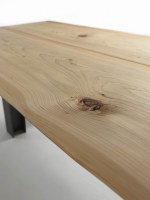 Luca dining table in Oak with knots_detail