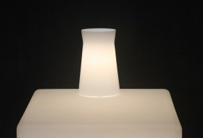 Waisted table lamp in white_1