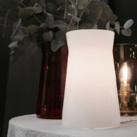 Waisted table lamp in white